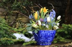 Spring bowl arrangement