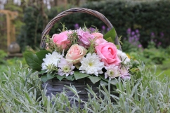 Gift basket with luxury roses